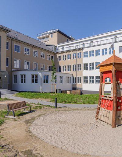 Alte Seefahrtschule Wustrow Nordseite Spielplatz